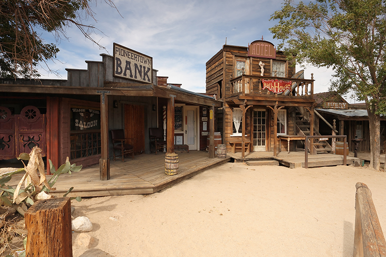 Pioneertown saloon & bank
