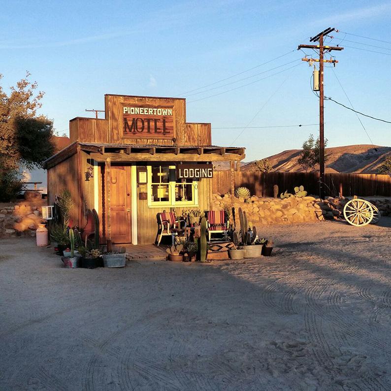 Pioneer town Motel