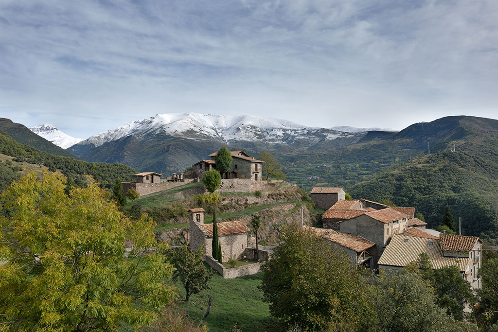 The village of Castell-Estao overlooking the pics of the Aigüestortes National Park.
